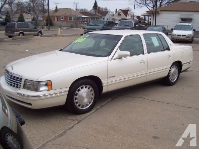 1998 Cadillac DeVille for sale in Center Line, Michigan