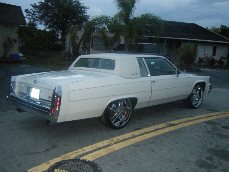 Another striklybizness84 1992 Cadillac Fleetwood post...