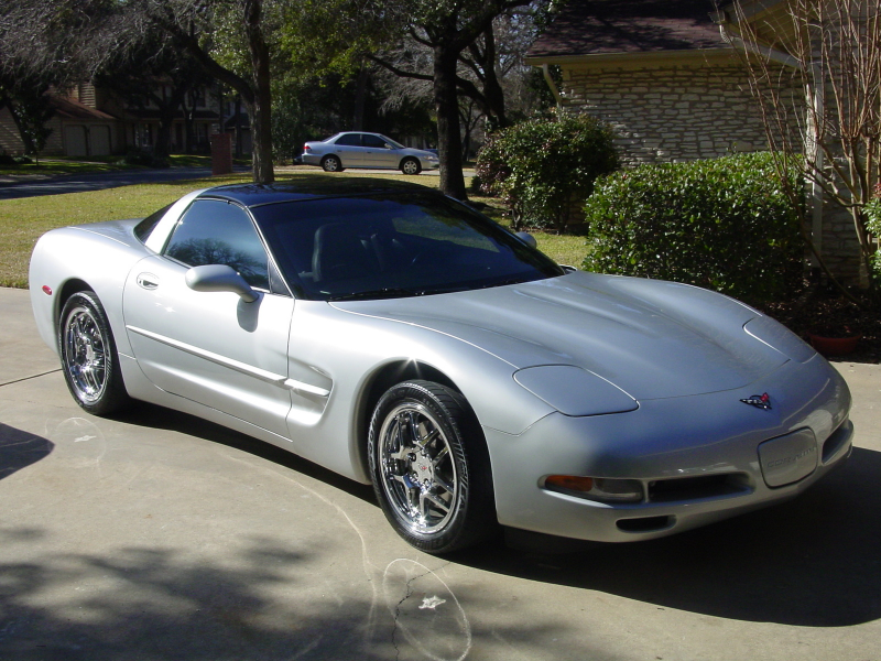 The big news for the 1999 Corvette was the introduction of a new hard ...