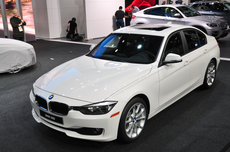 BMW is reviving the 320i with two less cylinders than it had in the ...
