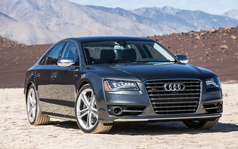 2013 Audi S8 Front Right View