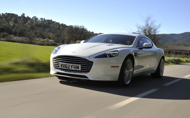 2014 Aston Martin Rapide S front left view 2