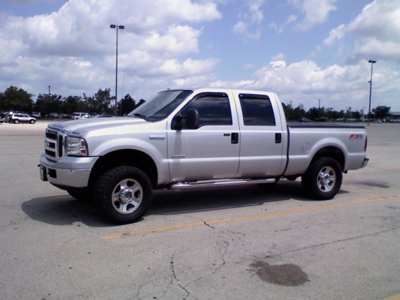 2005 Ford F-250 Super Duty 4 Dr Lariat 4WD Crew Cab SB picture ...